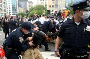 """Fiscal General de Nueva York: """"Existe una clara ruptura de confianza entre la Policía y el público"""""""