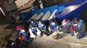 Arrestan a 17 indocumentados tras desembarcar ilegalmente en playa de California