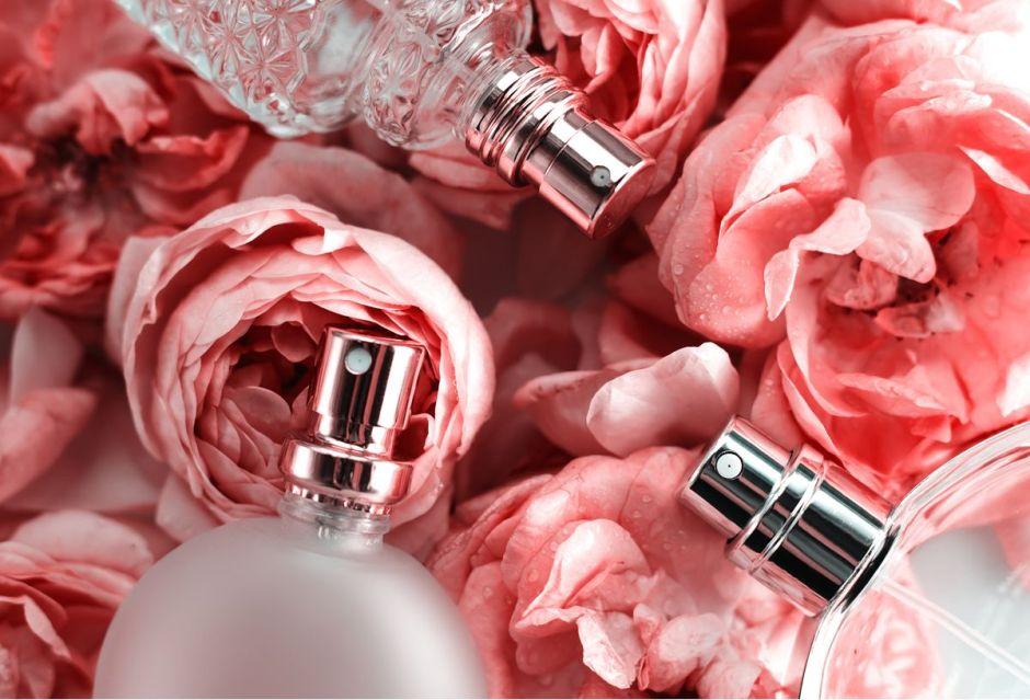 Los 5 perfumes de mujer más vendidos en Amazon a buenos precios