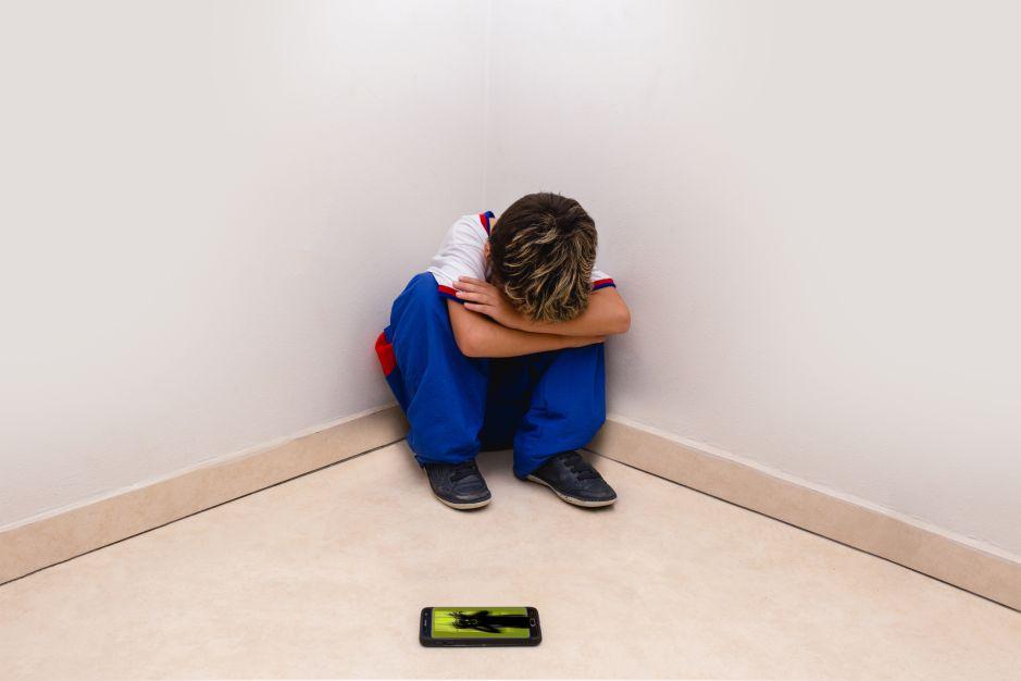 Madre estrangula a su hijo de 11 años por jugar mucho con su celular durante la cuarentena
