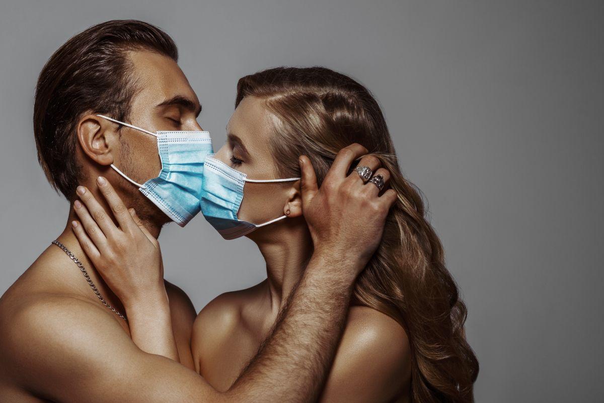 Cómo sería seguro tener relaciones sexuales en tiempos de covid-19 con nuevas parejas