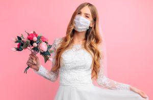Mascarillas o tapabocas para usar en una boda: Opciones para la novia, el novio, el séquito, y para los invitados