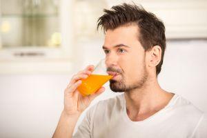Por qué es necesario moderar el consumo de jugos de frutas en la vida cotidiana