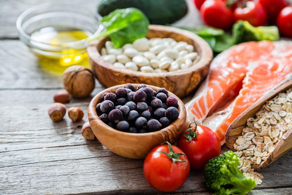 Conoce los mejores alimentos para reducir el colesterol alto en la sangre.