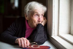 ¿Cuál es el riesgo de la pérdida de apetito en adultos mayores?