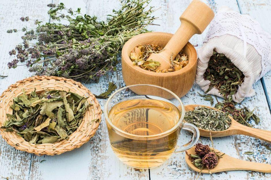 4 hierbas que actúan como antiinflamatorios naturales suaves al estómago
