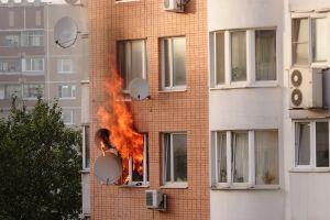 Niños de 3 y 10 años saltan desde un tercer piso para salvar sus vidas de un incendio