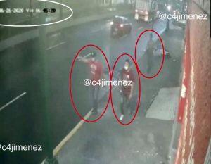 VIDEO: Huyen en transporte público dos atacantes del jefe policial de CDMX