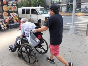Reporte revela abandono de trabajos de atención a ancianos en NY por sueldos miserables