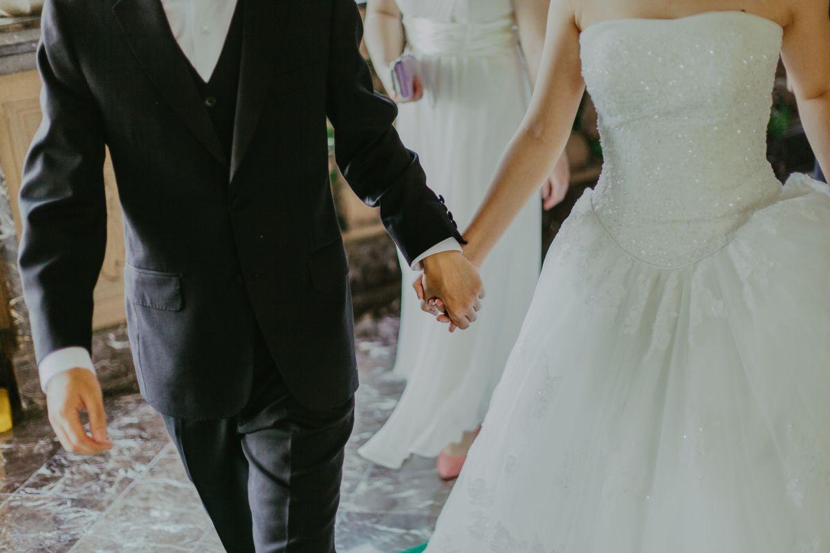 Semanas antes de la boda, el novio presentó síntomas pero los ignoró.