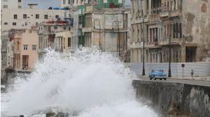 Laura se aleja de Cuba convertida en huracán tras dejar muertos y destrozos en República Dominicana y Haití