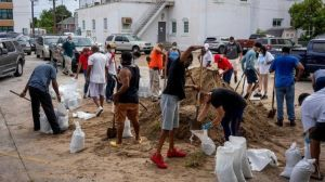 """Huracán Laura: Por qué la Categoría 4 es una amenaza de """"marejada catastrófica, vientos extremos e inundaciones"""""""