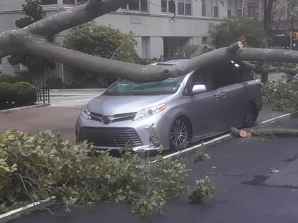 Récord histórico de hogares sin electricidad dejó la tormenta Isaías en Nueva York