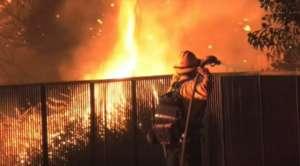 Ola de calor en California y sus estragos: reportan cortes de luz de emergencia, incendios y casas destruidas
