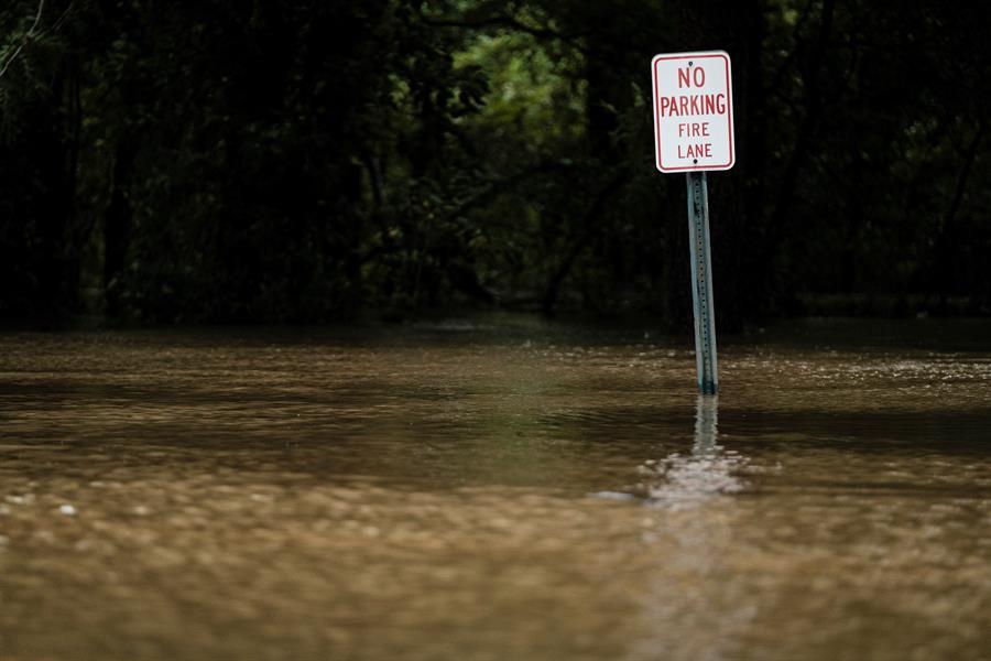 """Alcalde en Louisiana dice que huracán Laura dejó estructuras como """"queso suizo"""""""