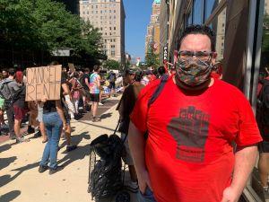 Inquilinos protestan en corte de Brooklyn para exigir a Cuomo que extienda la moratoria a los desalojos