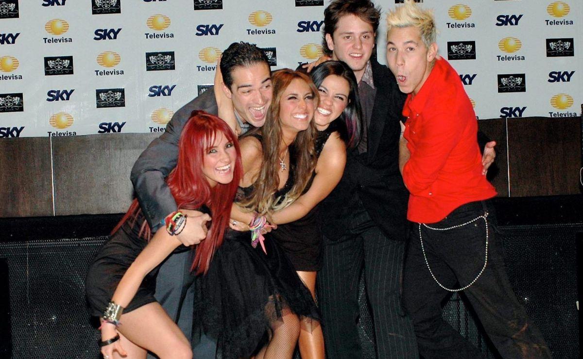 Anahí, Christian Chávez, Dulce María, Maite Perroni, Christopher von Uckermann y Alfonso Herrera forman el grupo RBD.
