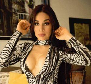 Las poses más sensuales de Yuliett Torres junto a su querido auto
