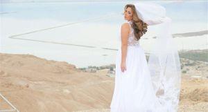 Novia duramente criticada por su vestido, le hace un efecto raro en la cola