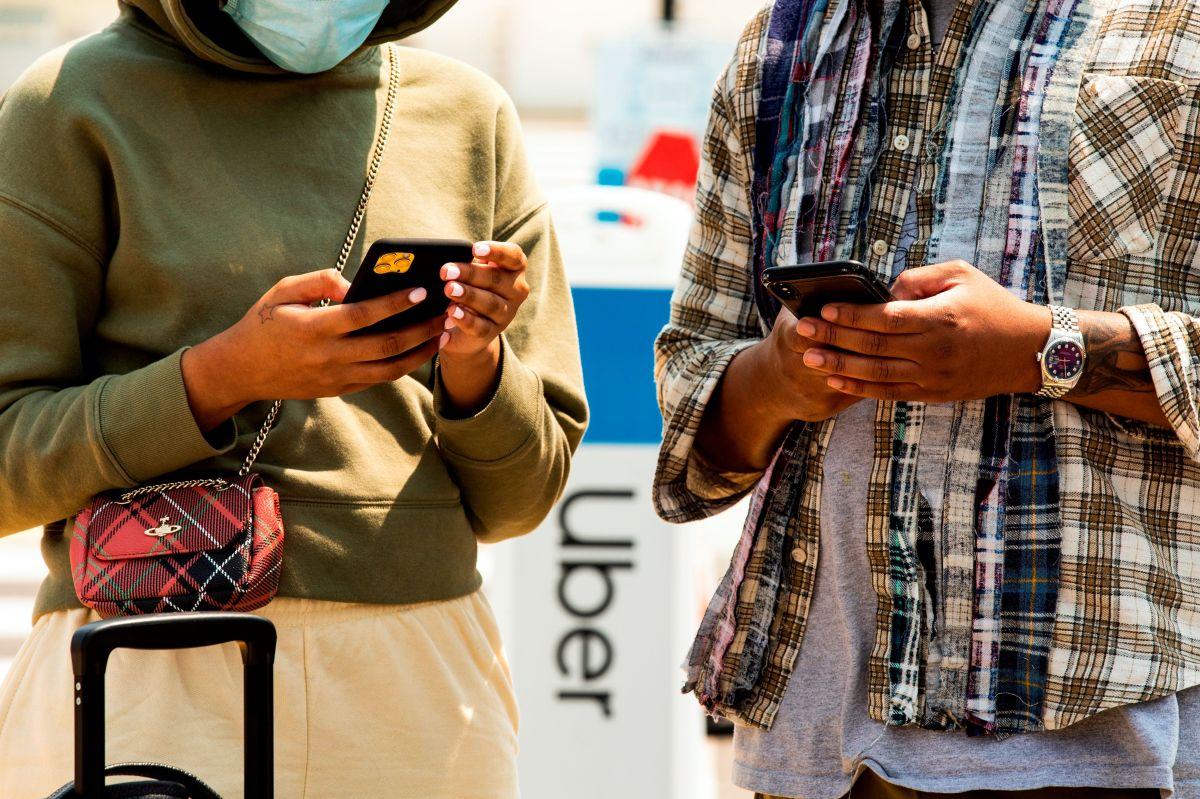 Qué impacto tiene en el usuario la suspensión de servicios como Lyft y Uber en California