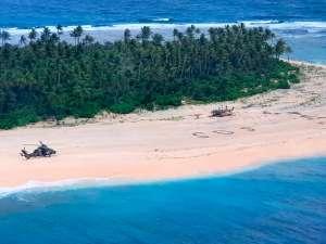 3 hombres son rescatados en isla remota tras escribir SOS en la playa