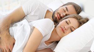 ¿Tu pareja no te deja dormir? Los mejores productos para evitar los ronquidos por la noche