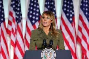 Melania cancela viaje para campaña de Trump debido a tos persistente tras diagnóstico de coronavirus