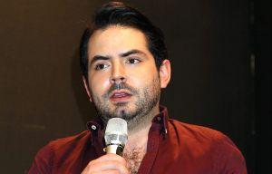 Igual que su padre, José Eduardo Derbez alerta sobre estafadores que utilizan su nombre