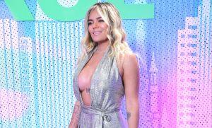 "Después de que la llamaran ""Gorda"", Karol G presumió sus ""boobies"" en bikini"