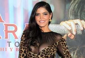 Con ajustadas prendas de piel, Ana Bárbara presume sus curvas junto a Jailyne Ojeda