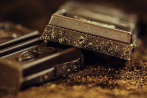Cómo comer chocolate cuando estas cuidando tu peso