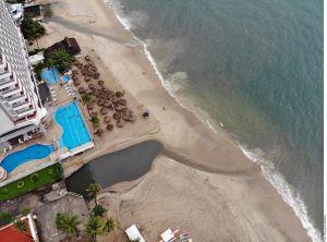 Denuncian nueva descarga de aguas negras en la bahía de Acapulco