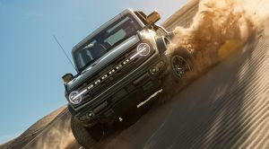Este video muestra al Ford Bronco a prueba en terreno duro y demostrando su poder