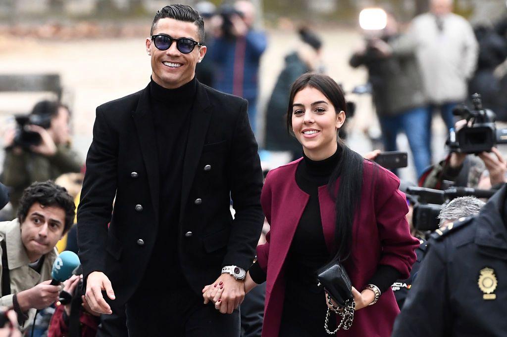 Cristiano Ronaldo y Georgina Rodríguez presumen sus cuerpos en una bella foto familiar en la playa