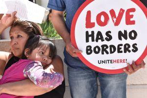 Dos meses acampados frente a centro de inmigrantes para exigir la libertad de todos los detenidos