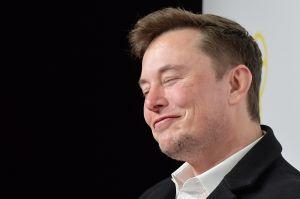 Elon Musk, el CEO de Tesla, es la cuarta persona más rica del mundo pero podría convertirse pronto en el número uno