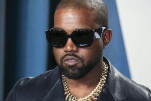 Un par de tennis de Kanye West están a la venta por $1 millón de dólares