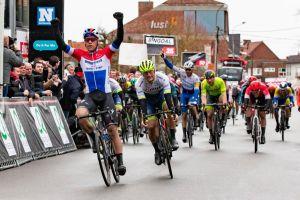 Operan con éxito a Fabio Jakobsen, el ciclista que quedó en coma tras accidentarse en el Tour de Polonia