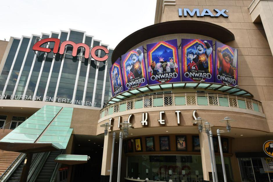 """""""Películas en 2020 a precios de 1920"""": AMC inicia funciones de cine y ofrece boletos a 15 centavos de dólar"""