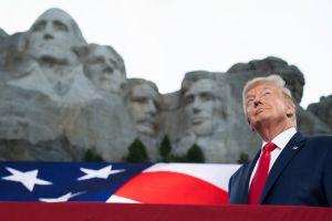 """Los memes del rostro de Trump """"esculpido"""" junto a los fundadores de la Patria en el Monte Rushmore"""