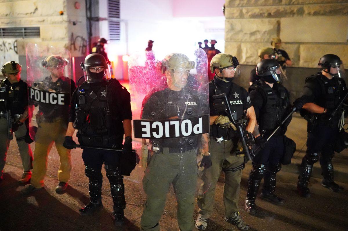 Manifestantes queman edificio del sindicato de la Policía en Portland