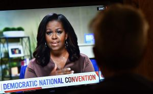 Michelle Obama hace un llamado firme a la empatía y destaca que Trump carece de ella
