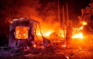 Miles de evacuados cuando los incendios en California arden en más de 200 millas cuadradas