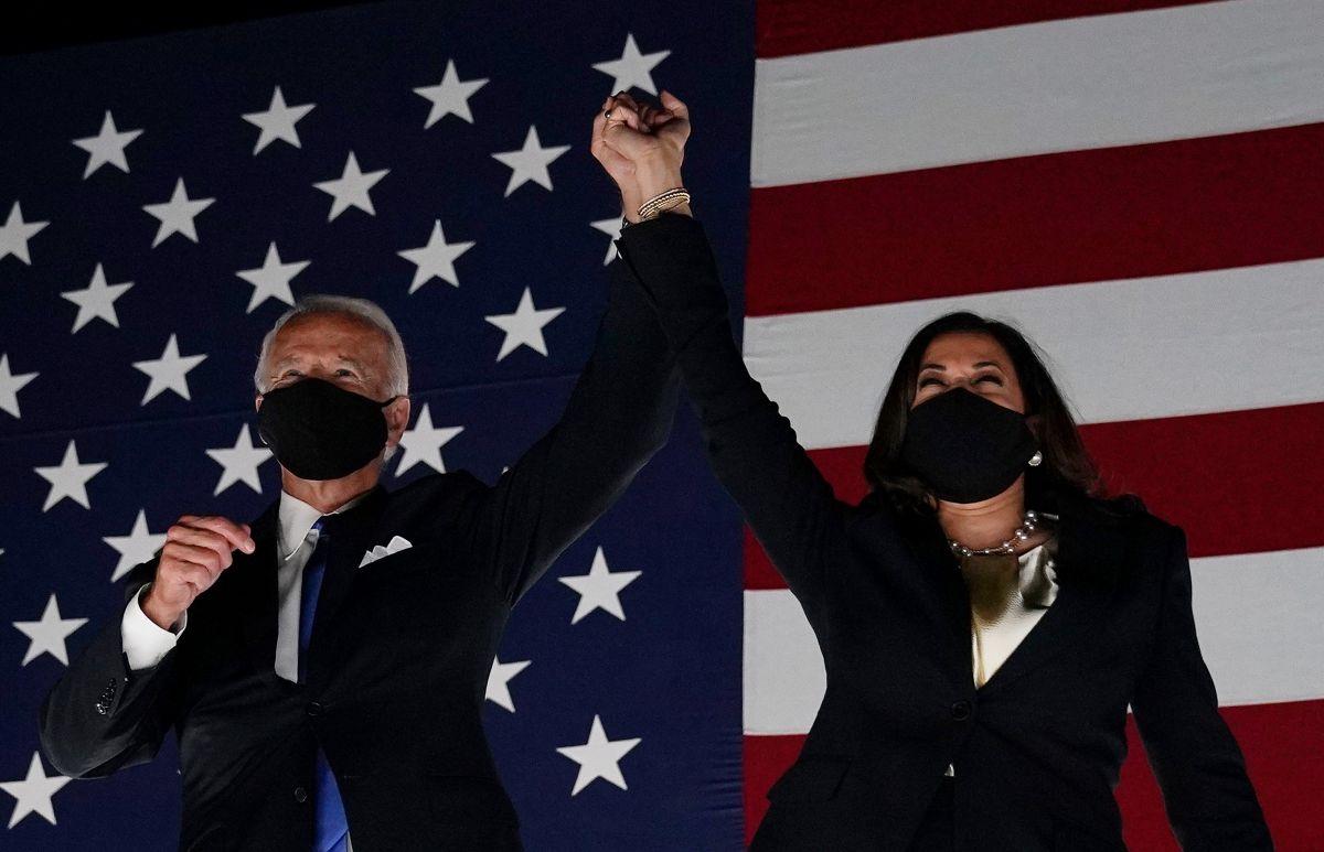 Latinos confían más en Biden y Harris para resolver los problemas que les preocupan