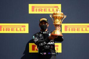 VIDEO: Lewis Hamilton corre la última vuelta con una neumático ponchado y gana el GP de Reino Unido