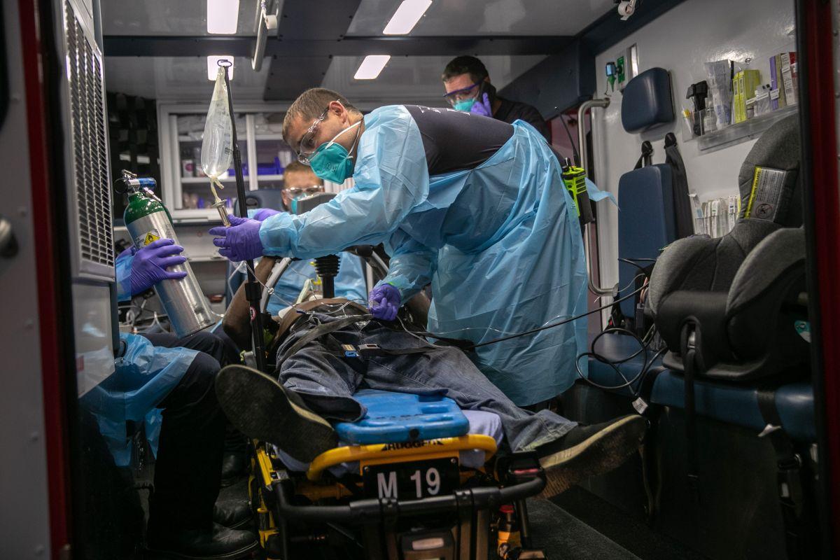 Los 3 grandes errores al enfrentar la pandemia de coronavirus en Estados Unidos que afectaron a hispanos