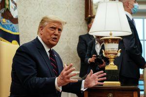 Trump se desmarca de su exjefe de asesores detenido por fraude de dinero para el muro