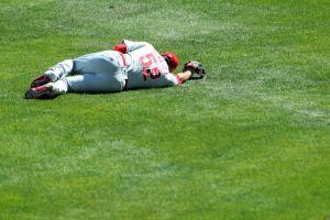 VIDEO: ¡Auch! José Álvarez, pitcher de los Phillies, recibe un pelotazo a 170 km/h en sus partes íntimas