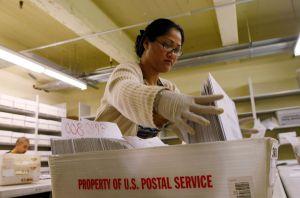 El Servicio Postal avisa del alto riesgo de que los votos por correo no lleguen a tiempo para ser contados