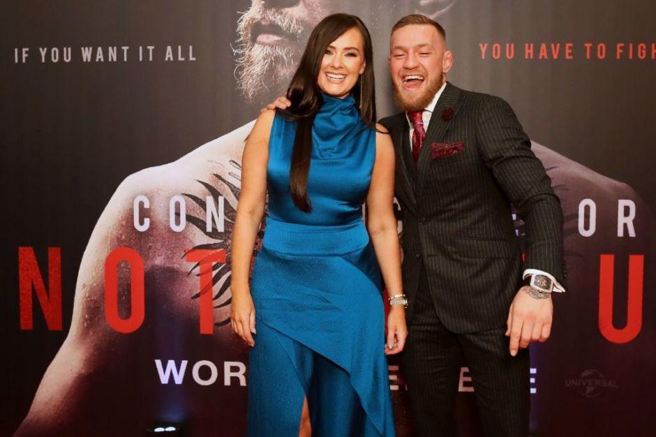 Tras 10 años de noviazgo, Conor McGregor le propone matrimonio a Dee Devlin